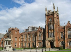 Queen's_University_Belfast_800px